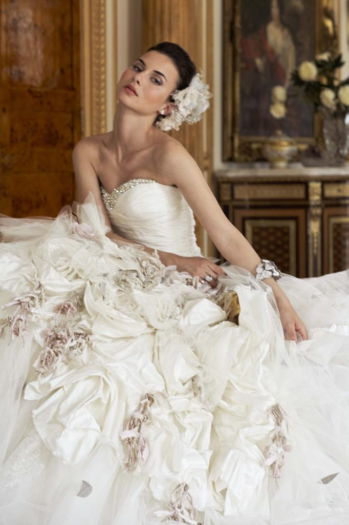 Ian Stuart flower-bomb Wedding Dress